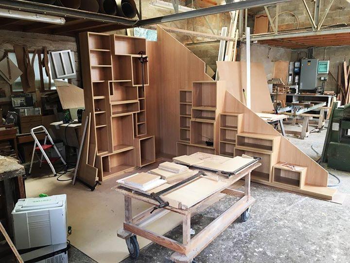 un bel agencement sous escalier sorti de notre atelier pas d 39 espace perdu voi cuisines viaud. Black Bedroom Furniture Sets. Home Design Ideas
