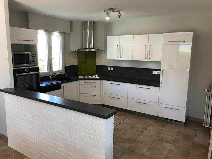 cuisine m lamin blanc brillant photos avant et apr s travaux un beau changeme cuisines viaud. Black Bedroom Furniture Sets. Home Design Ideas