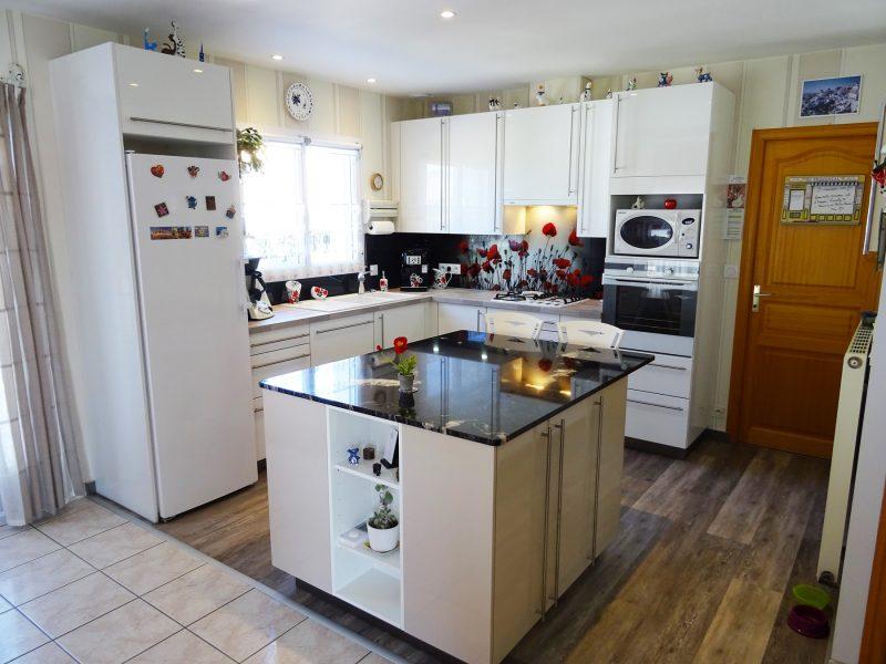 cuisines viaud cuisines meubles saint gilles croix. Black Bedroom Furniture Sets. Home Design Ideas