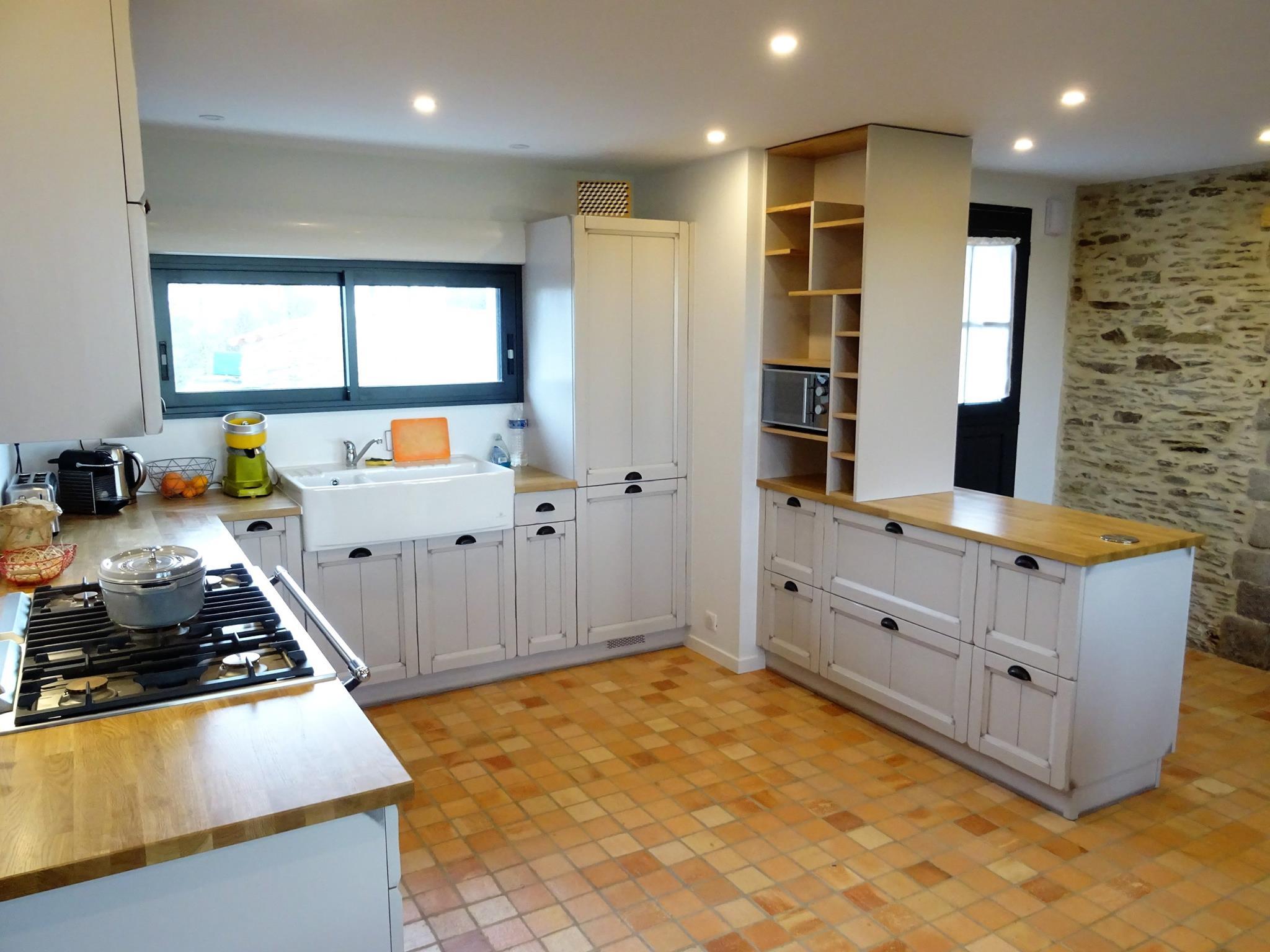 cuisine traditionnelle a st hilaire de riez g viaud cuisines et meubles vendee cuisines viaud. Black Bedroom Furniture Sets. Home Design Ideas