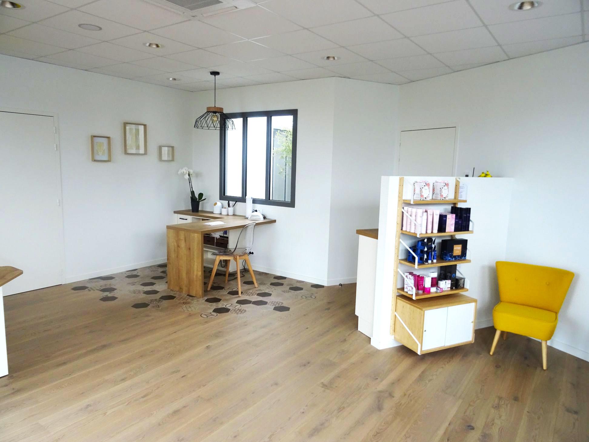 Institut-de-beaute-ParentAize-Amenagement-interieur-sur-mesure-boutique-agencement-G-Viaud-Aizenay-Vendee