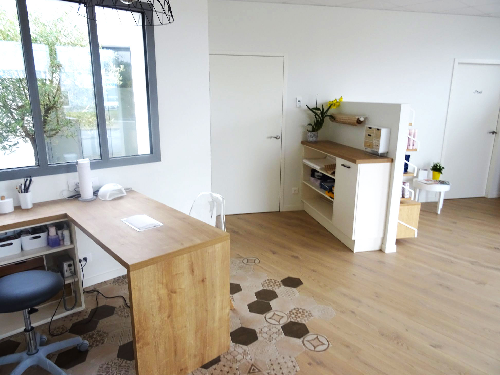 Institut-de-beaute-ParentAize-Amenagement-interieur-sur-mesure-boutique-agencement-G-Viaud-Aizenay