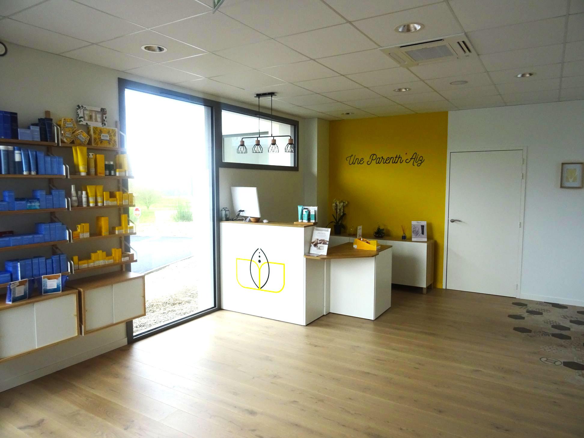 Institut-de-beaute-ParentAize-Amenagement-interieur-sur-mesure–comptoir-accueil-boutique-agencement-G-Viaud-Aizenay-Vendee3